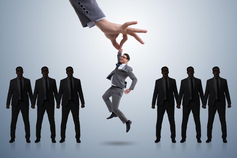Chuyên viên tuyển dụng lao động phổ thông